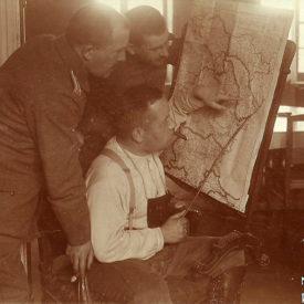 Ofițeri germani studiind o hartă a României, 1917