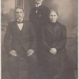 Alexandru Mărăcineanu și părinții