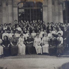 Elevele și profesoarele de la Școala Centrală