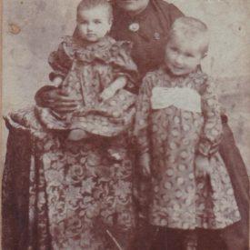 Tarpaji Juliánna alături de cele două fiice