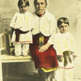 Mamă și copii