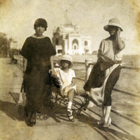 Portret de grup pe fundalul Cazinoului