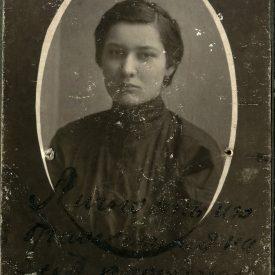 Portret tânără