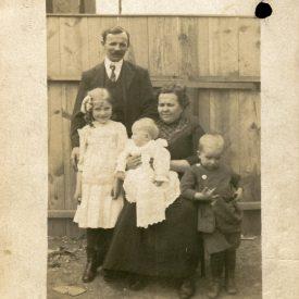 Schügerl Karol și familia la plecarea în America