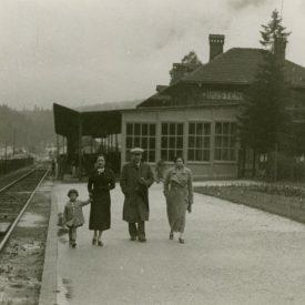 Familie la Gara Bușteni