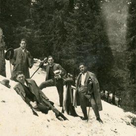 Grup de tineri la munte