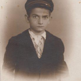 Portretul unui băiat cu șapcă